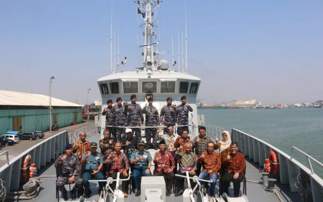 Penandatangan Perjanjian Kerjasama (PKS) antara FPIK Undip & Pushidrosal TNI AL di Kapal KRI RIGEL